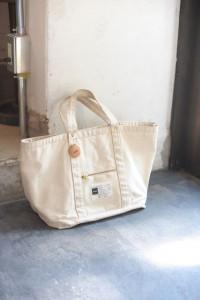 wandervogelの店長さんが実際に、約二年使用くださった、difott zip tote bag
